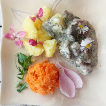 Indyk w sosie koperkowym z jadalnymi kwiatami