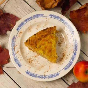 Szarlotka sypana bez jajek i zagniatania ciasta