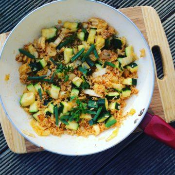 Smażony ryż z warzywami na szybkiego głoda